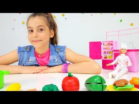 Профессия для куклы Барби -  повар! Подружка Вика и ее игрушки. Игры для девочек.