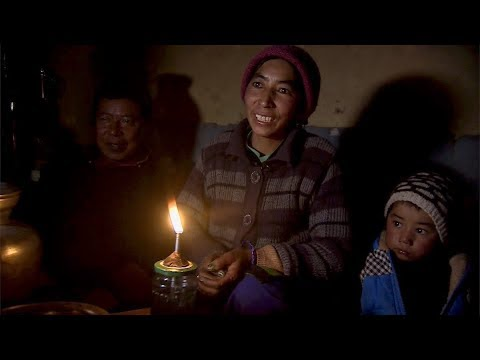 Bringing solar power to the Himalayas - BBC Click
