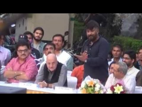 Vivek Agnihotri exposes Maulana Raza's lies on National Television | Loudspeaker Issue