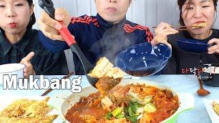 욱's 먹방) 얼큰한 김치찌개(돼지고기)와 오돌오돌 놀라운 식감의 팽이버섯전 ㅣ Kimchi stew u0026 Canned Pineapple ㅣ Mukbang( Eating Show)
