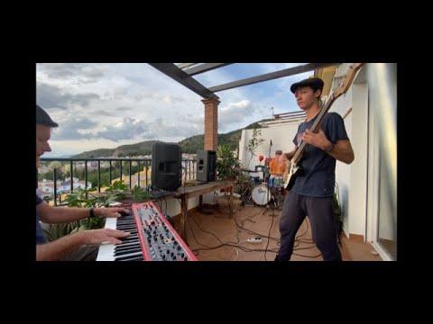 """Balcones Unidos - Vecinos en Granada tocando """"Imagine"""" juntos por balcones distintos from YouTube · Duration:  3 minutes 3 seconds"""