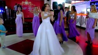 Спела песню на свадьбе