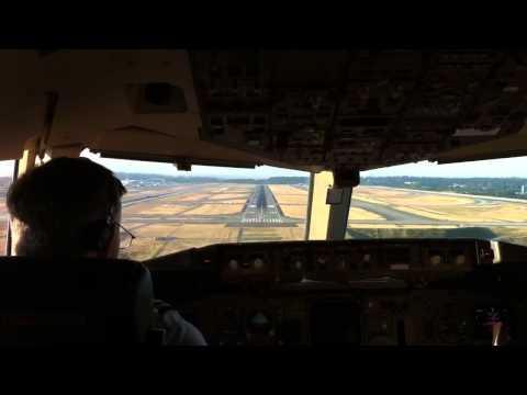 Boeing 757-200 landing