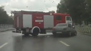 Fire Truck Accidents Compilation - 消防車と消防車の激突事故