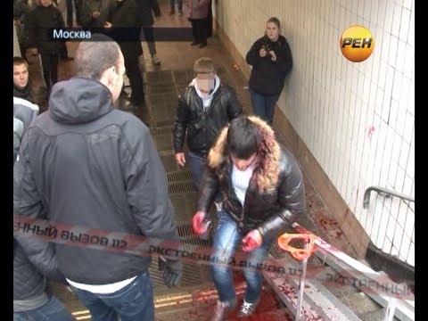 Активисты избивают наркоторговцев.