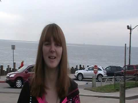 Newport Beach California, Cute College Girl Joins Jet Co-op Group to go Shopping.