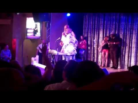 Charles Barkley welcomes Stephen Curry to Karaoke stage Harrah's Tahoe