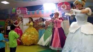 Repeat youtube video PrincesShow Show de Princesas en Monterrey : Cenicienta - Rapunzel - Mérida - Jazmín