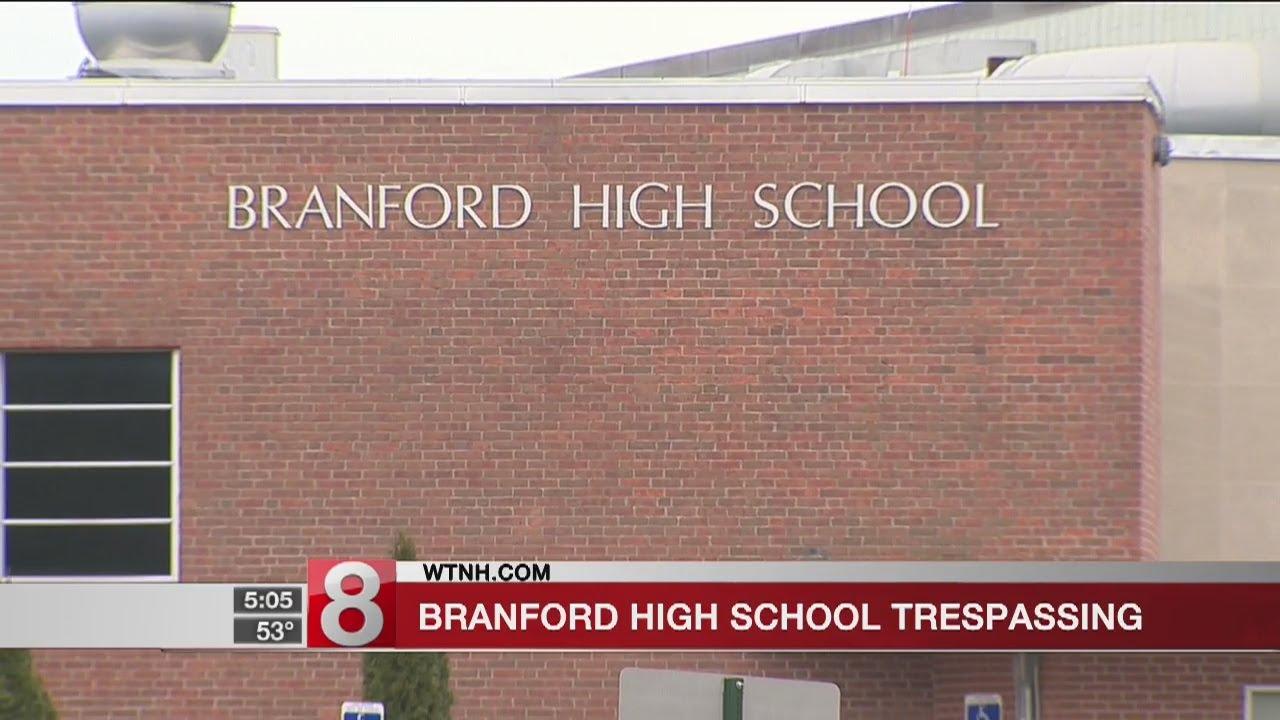 Police investigate trespasser at Branford High School - Dauer: 18 Sekunden