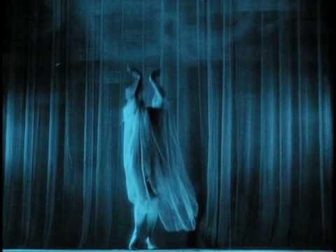 """Danza """"Sueño que florece"""" de Leni Riefenstahl en La Montaña Sagrada"""