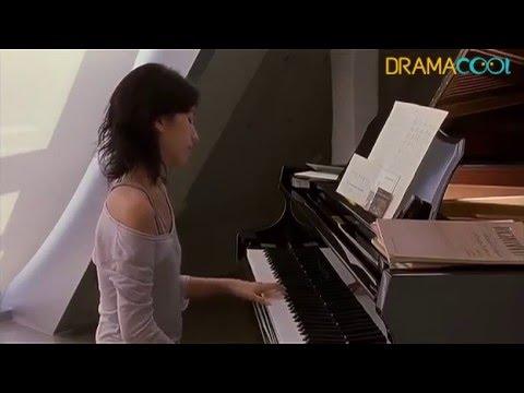Lee Eun Joo's playing piano