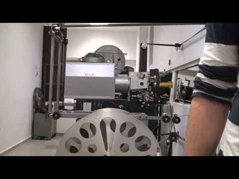 Viejo proyector gaumont de 35mm en funcionamiento doovi for Mp30 projector