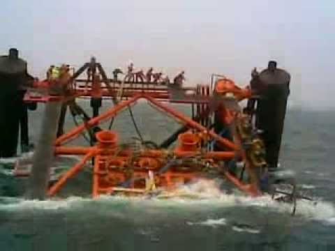 Sharing the last 20 second of a sinking offshore structure with people onboards