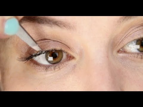 Lisa Eldridge - How To Apply Individual False Eyelashes Tutorial ... dfe0a41bb165d