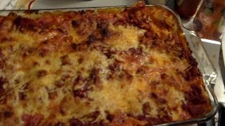Lisa Makes Lasagna!!!  Yum!