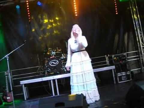 Marju Länik Toris esinemas 15.7.17.