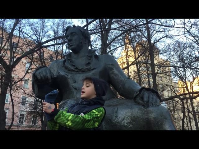 Изображение предпросмотра прочтения – ИванИванов читает произведение «Мальчик и Змея» И.А.Крылова