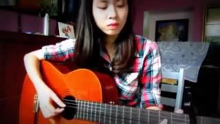 Cô gái chơi guitar vừa hát hay lại đàn giỏi