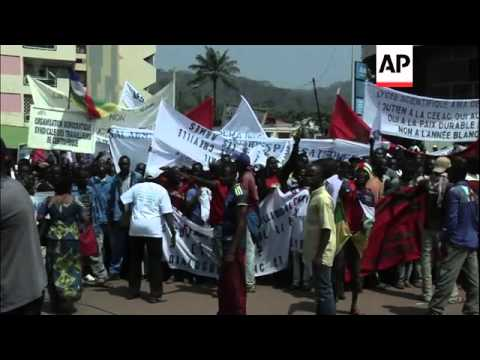 Thousands in pro-govt demonstration as peace talks with rebels begin in Gabon