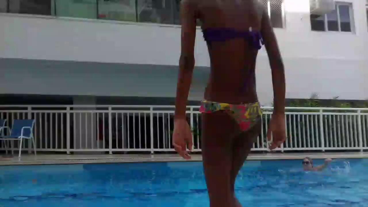 A diferença entre Pobre e rico na piscina com a thayla gomesss e suas brincadeiras
