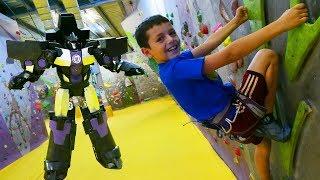 Трансформеры на скалодроме - Видео для мальчиков
