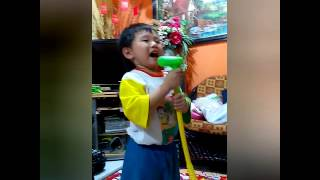 2 years old singging indonesian song veryhilaruous