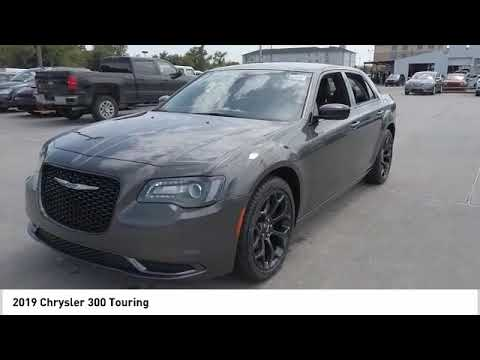 2019 Chrysler 300 Touring NewNew or Used D589941