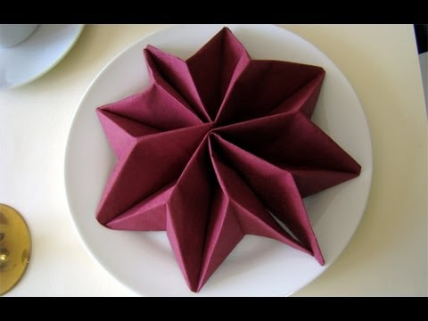 Napkin Folding: Star - Napkin Folding For Christmas. Christmas