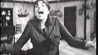 "LIZA MINNELLI in rare perk singing ""Ding-a-ling, I Feel SO ChRiStMaS-eY!"""