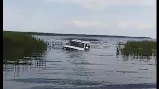 Toyota Land Cruiser Drowns / Тонущий Ленд Круизер