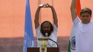 21.06.15 День Йоги в ООН -  йога и медитация с Шри Шри 27 мин