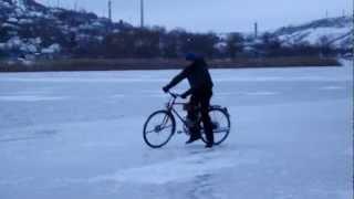 Велосипед с мотором Д8.(часть 5)Motorized Bicycle D8 (part5)(Короткое видео о очередной жизни велосипеда...(Зимняя версия 2013) место положения: Приднестровье Рыбница..., 2013-01-09T22:01:24.000Z)