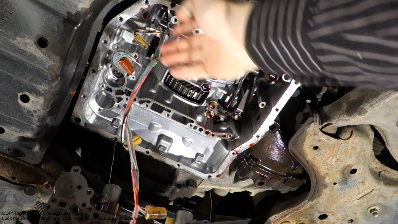 Intresting Toyota automatic transmission U241E inside look