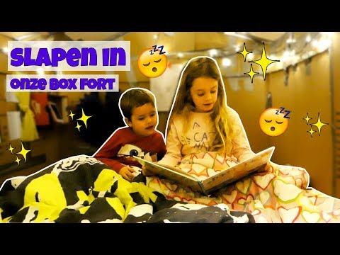 SLAPEN IN ONZE BOX FORT !! - Broer en Zus TV VLOG #109