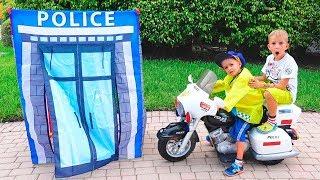 Cảnh sát Vlad và Nikita giả vờ