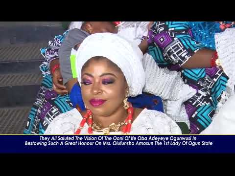 OONI OF IFE HONOURS THE 1ST LADY OF OGUN STATE MRS AMOSUN WITH BONK ON MOREMI