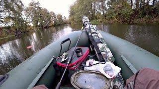 Ловля Щуки на маленькой красивой речке. Рыбалка осенью на спиннинг и жерлицы  кружки .
