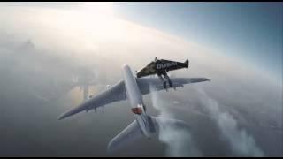 Человек летит со скоростью самолёта!!!