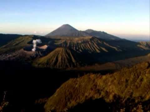 Mount Bromo - Gunung Bromo -  Wisata Jawa Timur - East Java - Indonesia Travel Guide (Tourism)