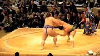 大相撲九州場所 2010年 5日目 熱狂的な魁皇コールの中、北太樹との...