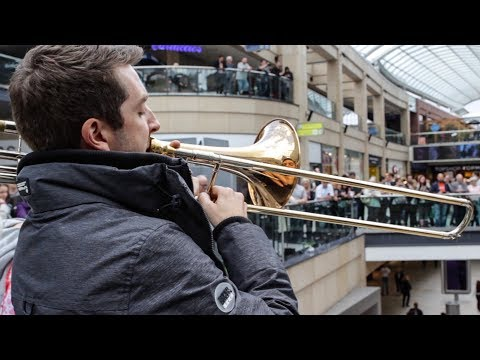 A surprise performance of Ravel's Bolero stuns shoppers!