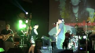 Sirena - Gloc-9 surprises KZ Tandingan in Eastwoood Central Plaza