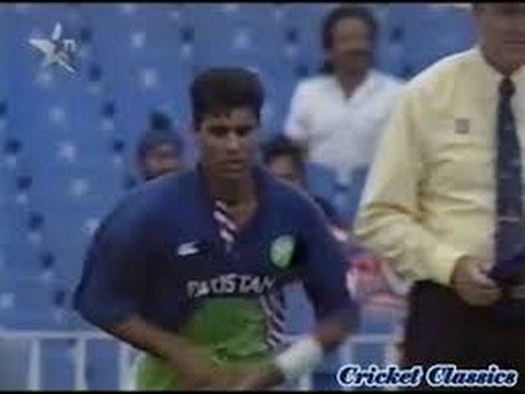Download Waqar Younis Super Last Over vs NZ 1994   3 runs to win off 6 balls   Shows how to Bowl Super Over!!