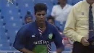 Waqar Younis Super Last Over vs NZ 1994 | 3 runs to win off 6 balls | Shows how to Bowl Super Over!!