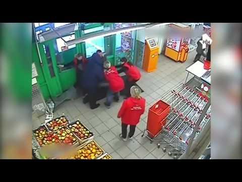В Кирове сотрудники Пятёрочки задержали мужчину, который попытался вынести целую корзину продуктов