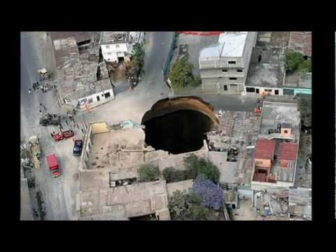 Hugo Chavez Falls Into a Sinkhole Created By Chris Christie - IJS Radio