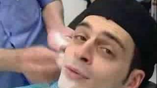 Kaya Yanar beim Friseur