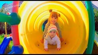 Детский Влог: Гуляем на площадке, Катя и...
