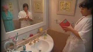 Flor-icienta - Flor y Max encerrados en el baño