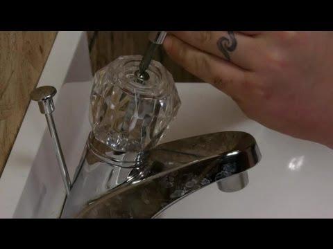 How to Repair a Plumbing Tap : Plumbing Repairs